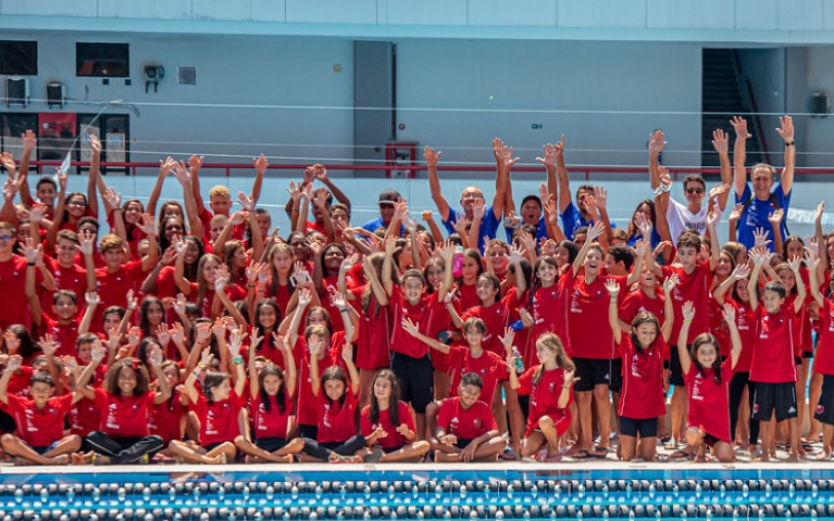 Equipes de todas as categorias da natação se reúnem em treino conjunto