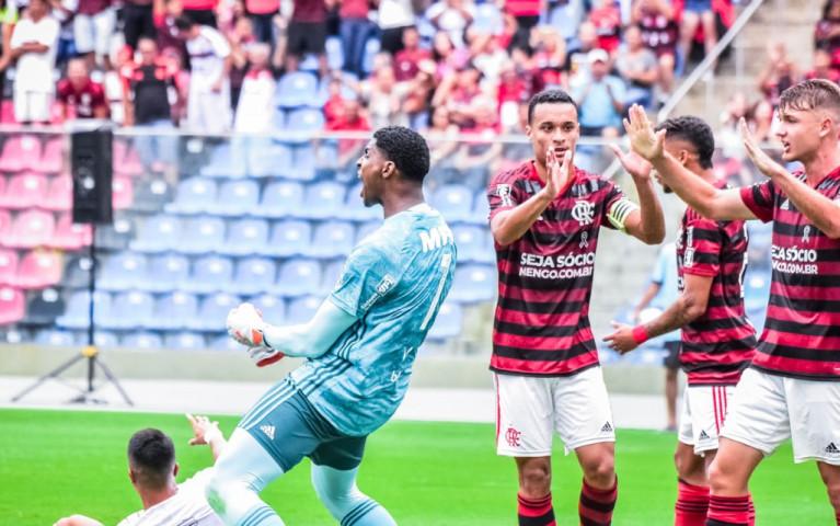 Mengão empata com o Corinthians e vai à final