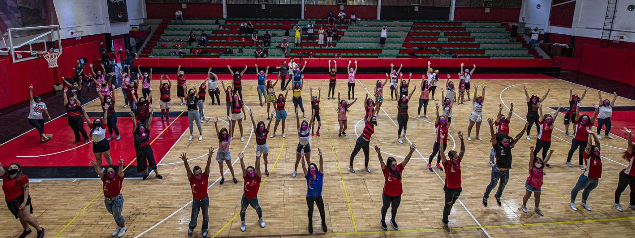 Rubro-negras participam de ação dos Flamiguinhos para campanha do outubro rosa