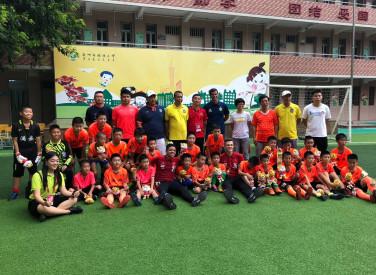 Equipe Sub-17 visita a escola primária de Guangzhou, na Evergrande Football School