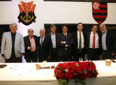 Entrega de títulos de honra para associados do clube