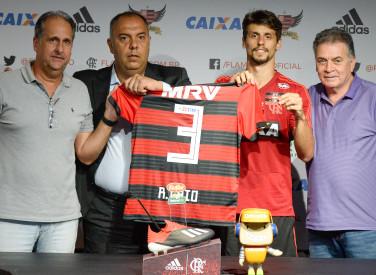 Apresentação Rodrigo Caio no CT -03-01-2019