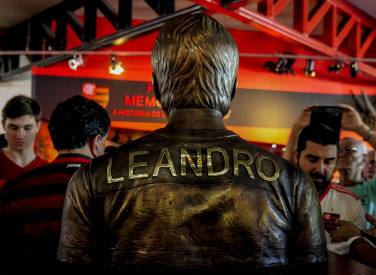 Leandro é eternizado com busto na sede do Clube - 23-03-2019