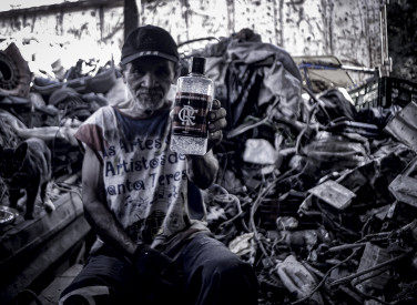 Flamengo distribui álcool gel na comunidade Parque Conquista (Caju) - 20-04-2020