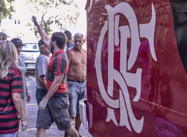 Flamengo participa de entrega de quentinhas e doa álcool em gel no Centro - 26-04-2020