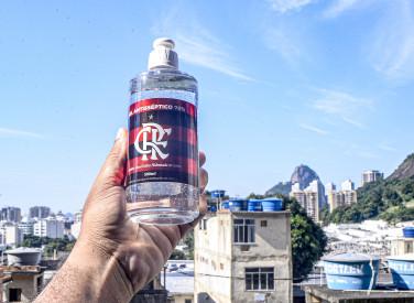 Flamengo faz entrega de cestas básicas e álcool gel na Ladeira dos Tabajaras - 30-04-2020