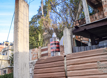 Flamengo distribui álcool gel na Mangueira - 30-04-2020