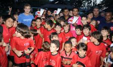 Os Jogadores Muralha, Luis Antônio e Thomas prestigiam escolinha