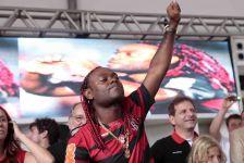 Vagner Love chora e beija a camisa do Flamengo em sua apresentação -27-01-2012