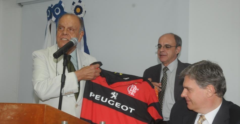 Flamengo recebe homenagem do Rotary