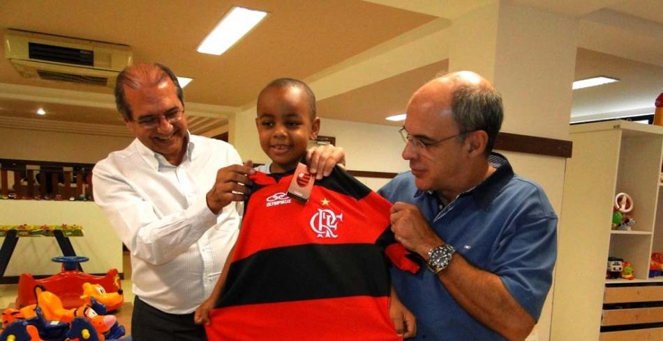 Presidente do Flamengo visita o Grupo de Apoio à Criança com Câncer na Bahia