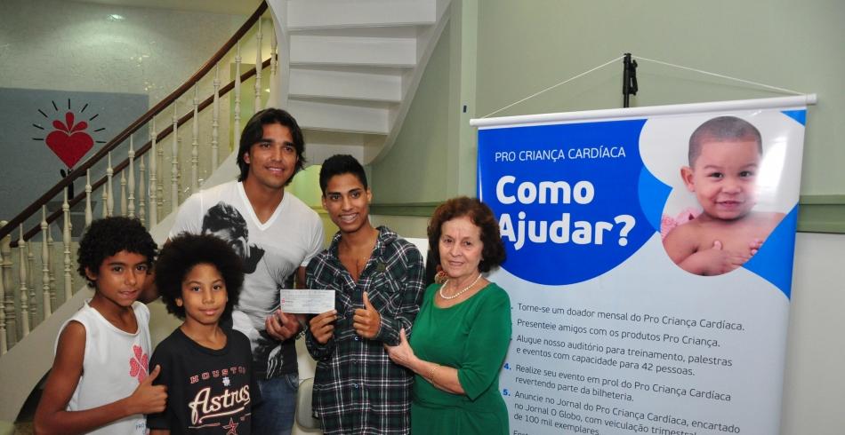 Doação do Jogador Marcelo Moreno ao Pro Criança Cardíaca -0 23-05-2013