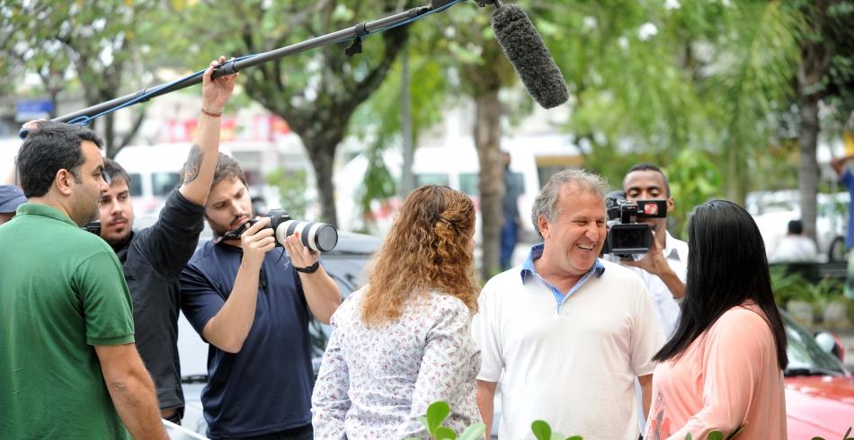 Zico grava ação surpresa com sócio torcedor nas ruas do Rio. - 24-06-2013