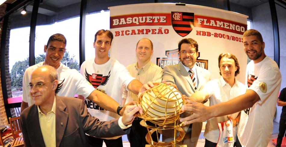 Exposição do basquete com estudantes e jogadores. 27-06-2013