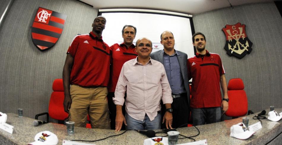 Flamengo apresenta reforços internacionais Meyinsse e Laprovittola - 12-08-2013