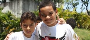 Crianças torcem pelo Flamengo no Dia das Crianças