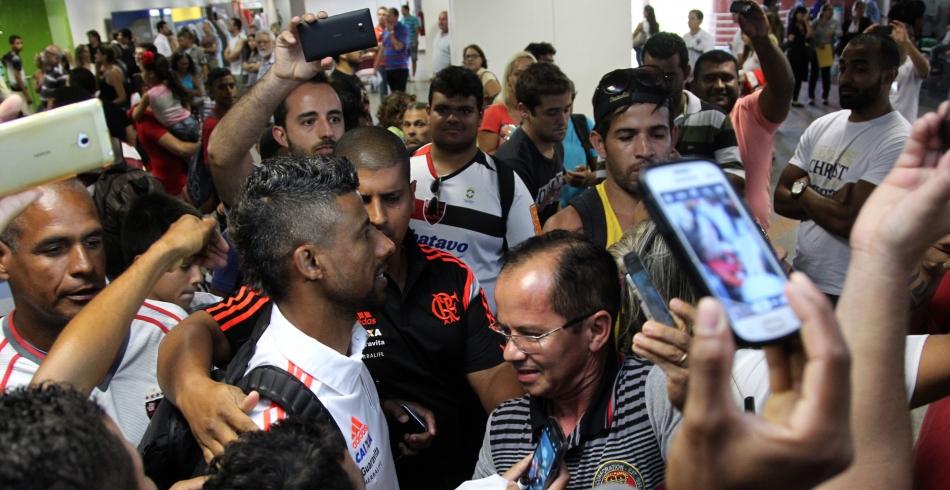 Chegada do Flamengo no Aeroporto JK - 17/01/2015