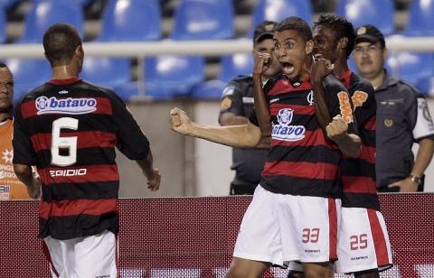 Flamengo entreia com vitória no Estadual 2011