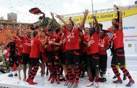 Flamengo é bicampeão invicto da Copa São Paulo